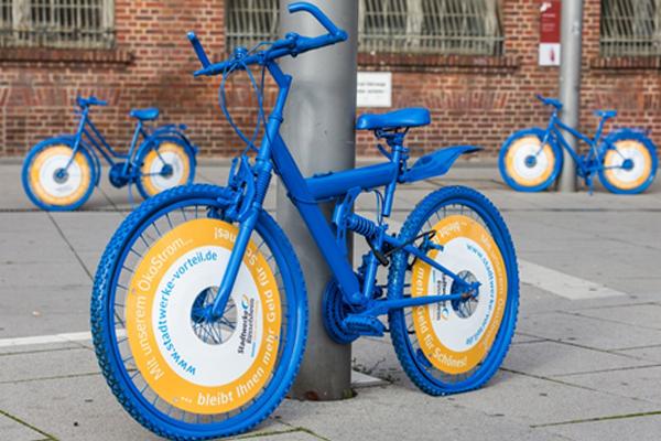 Markenzeichen der Kampagne: die blau lackierten Fahrräder.